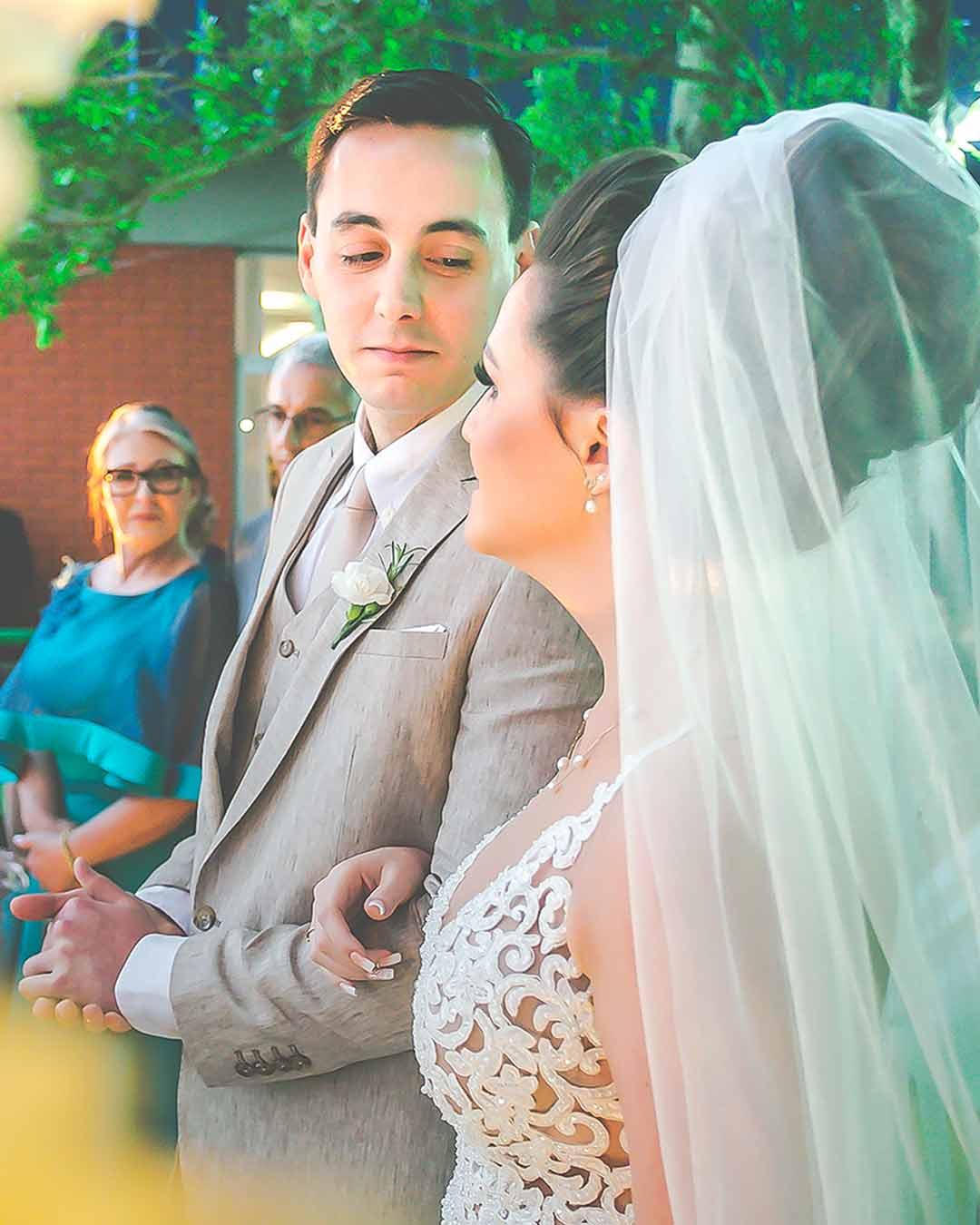 Fotos noivos se olhando casamento porto alegre