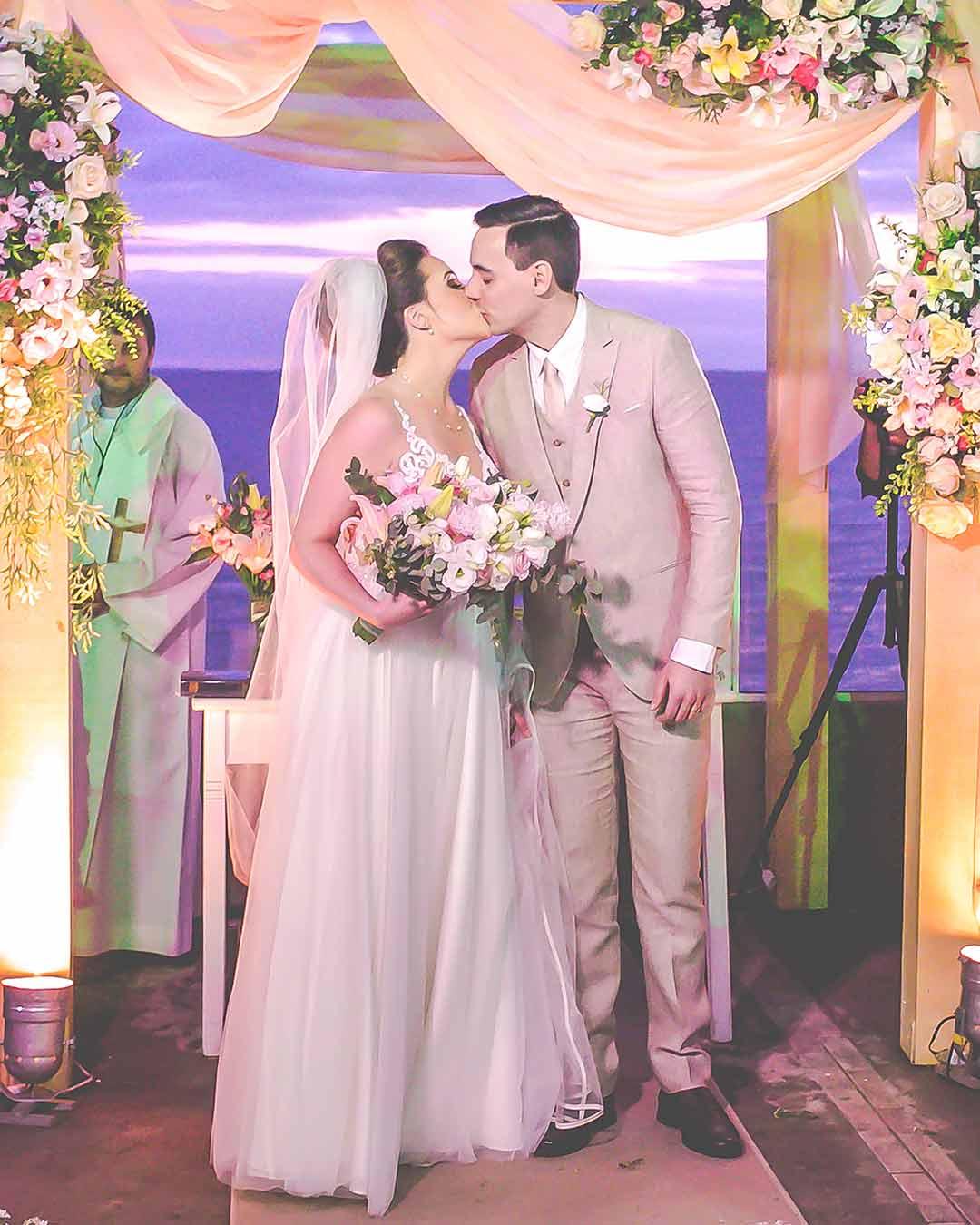Fotos beijo noivos casamento porto alegre