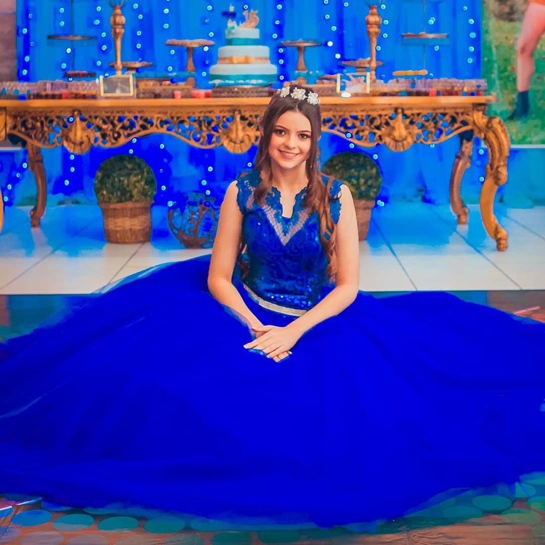 Fotos de debutante sentada na decoração