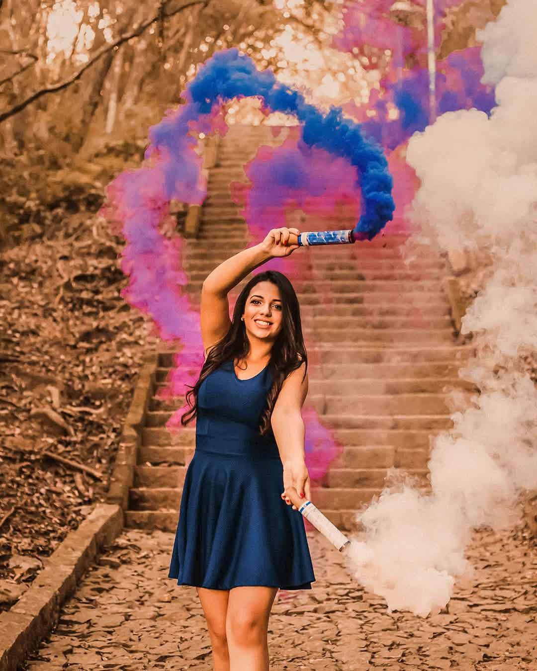 ensaio com fumaca colorida rosa e azul